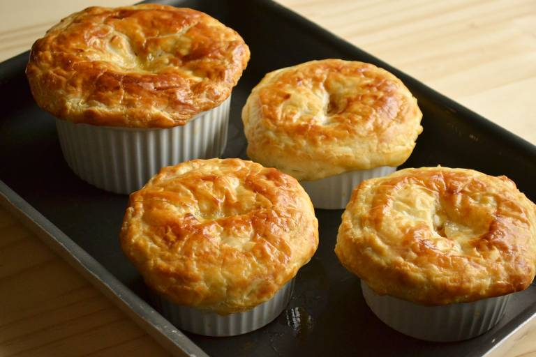Aprenda a preparar torta individual prática, com recheio de vegetais