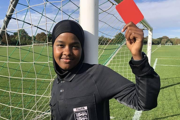 Jahawir Roble nasceu na Somália e hoje é árbitra de futebol na Inglaterra