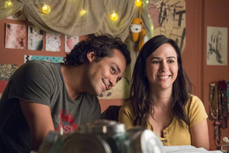 """Rita (Tatá Werneck) e Enzo (Eduardo Sterblitch) em cena de """"Shippados"""""""