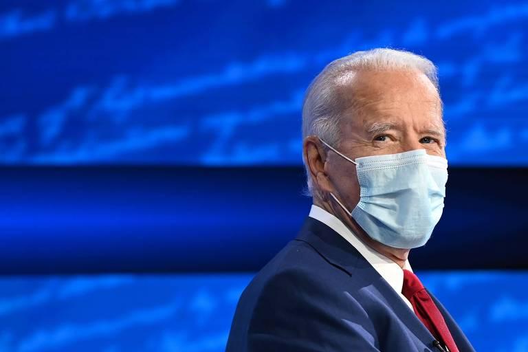 O candidato democrata à presidência dos EUA, Joe Biden, durante sabatina na TV na quinta-feira (15)