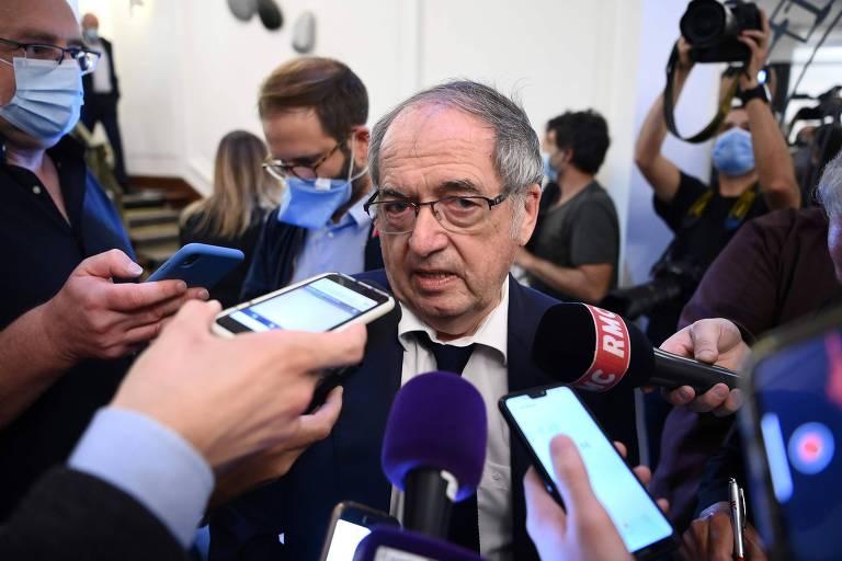 Noël Le Graët, presidente da Federação Francesa de Futebol, concede entrevista em Paris