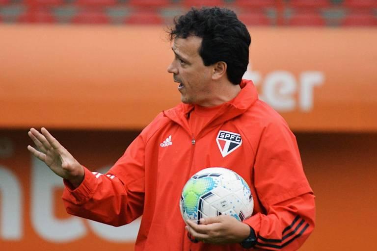 O técnico Fernando Diniz durante partida do São Paulo no Morumbi
