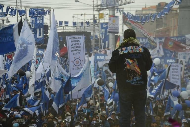 O candidato à Presidência da Bolívia pelo MAS, Luis Arce, em evento de encerramento da campanha, em El Alto
