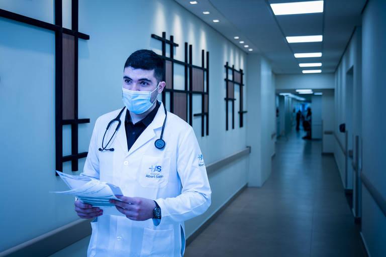 O médico Rodrigo Prado, 27 anos, clínico geral do hospital Albert Sabin de SP