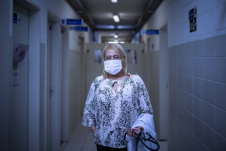 A médica Rita de Cássia Guimarães, 60 anos de idade e 35 anos de medicina. Rita contraiu Covid-19 e ficou 23 dias entubada e inconsciente