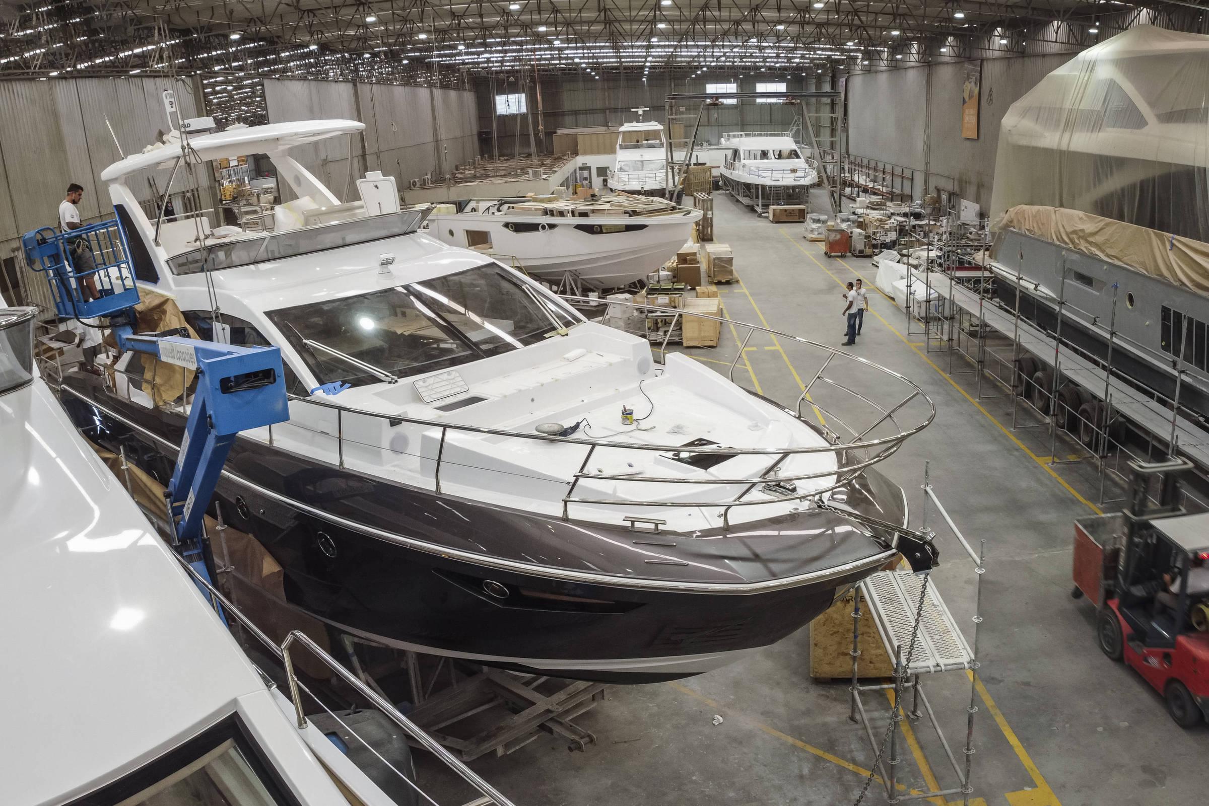 Fábrica de iate de luxo tem resultado recorde e vê alta na procura por barco de US$ 10 milhões