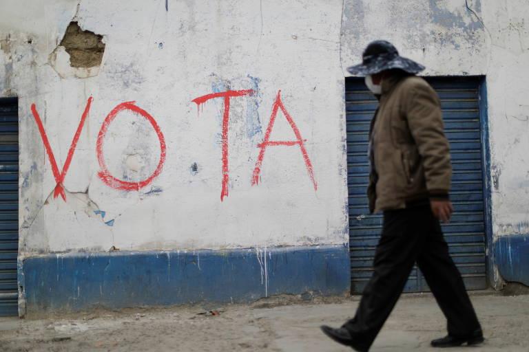Pichação em muro de El Alto convoca população para votar