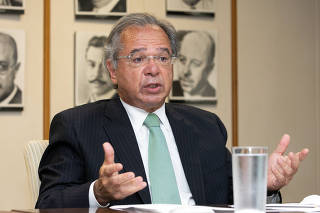 Paulo Guedes recebe medalhistas das olimpíadas internacionais de Economia e Matemática