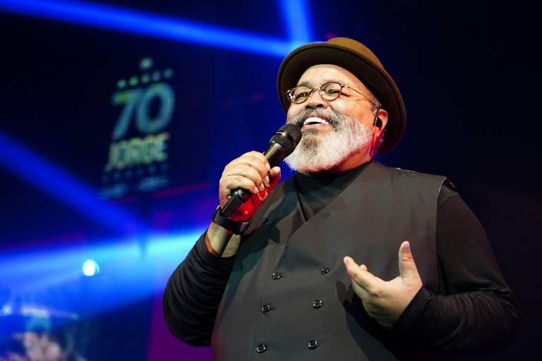Cantor Jorge Aragão em show no Vivo Rio, no Rio de Janeiro