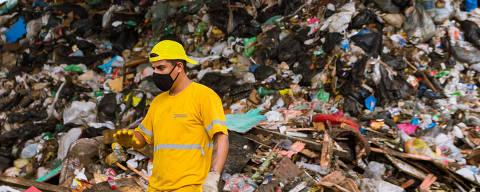 SANTOS, SP, BRASIL, 29-09-2020 - LIXOES DO BRASIL - Santos é um exemplo por descartar o lixo corretamente há tempo, mas que ainda não conseguiu acabar de vez com o antigo lixão.(Foto: Ronny Santos/Folhapress, COTI)