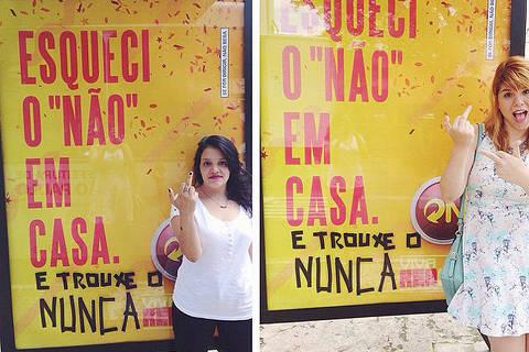 A jornalista Mila Alves; e a publicitária Pri Ferrari em foto ao lado do cartaz da campanha publlicitária de carnaval da cerveja Skol, em que protestaram em sua página de perfil do Facebook contra Machismo do anúncio. (Foto: Reprodução/Facebook)