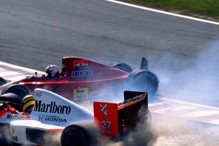 Batida entre Ayrton Senna, da McLaren, e Alain Prost, da Ferrari, no GP do Japão de 1990