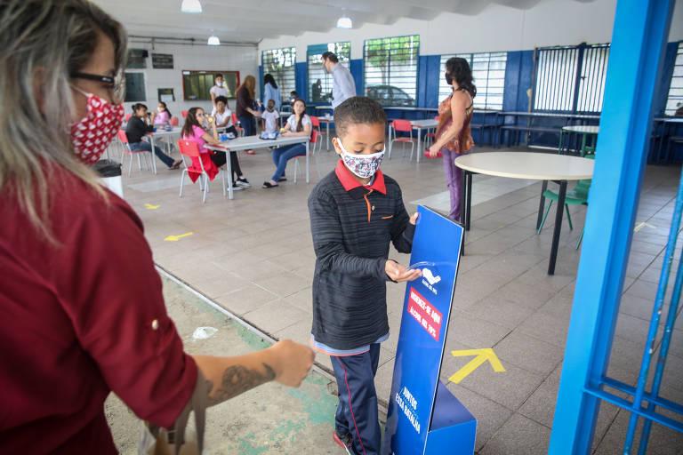 Escolas municipais começam a retomar atividades em SP