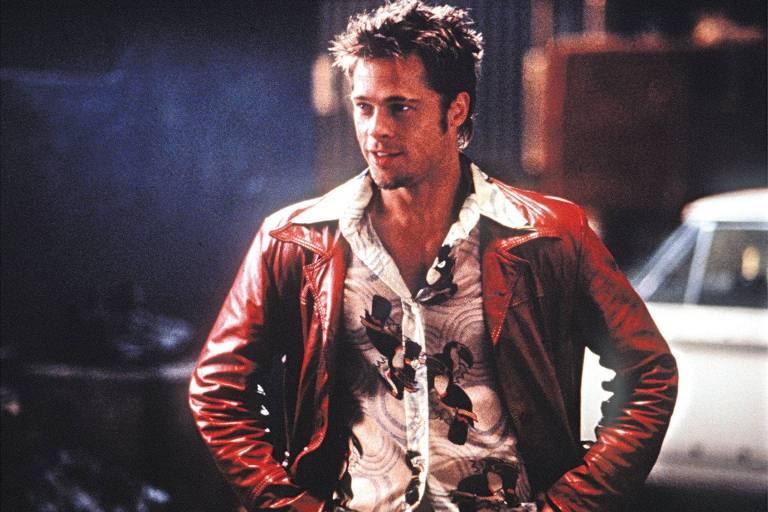 Caçador de relíquias acha jaqueta usada por Brad Pitt em filme e bota de Julia Roberts