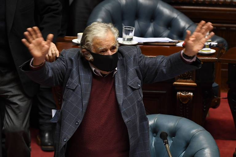 José Mujica, ex-presidente do Uruguai, renuncia ao Senado aos 85 anos