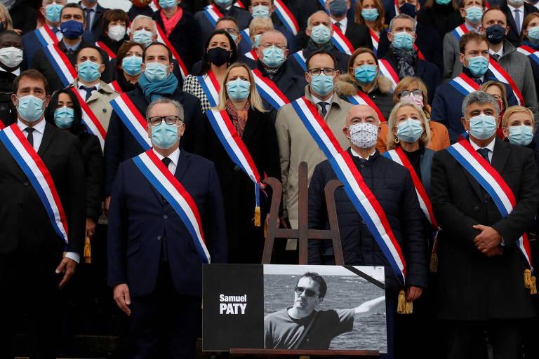 Richard Ferrand, presidente da Assembleia Nacional francesa, e membros do Parlamento participam de tributo ao professor Samuel Paty, em Paris