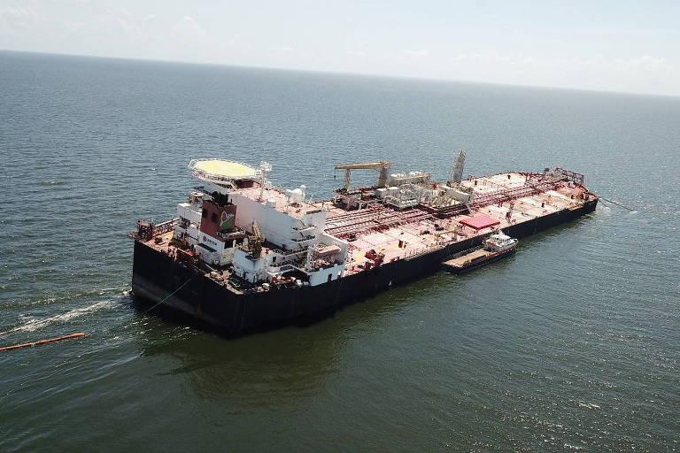 Nabarima flutua inclinado; não se sabe a extensão dos danos da embarcação