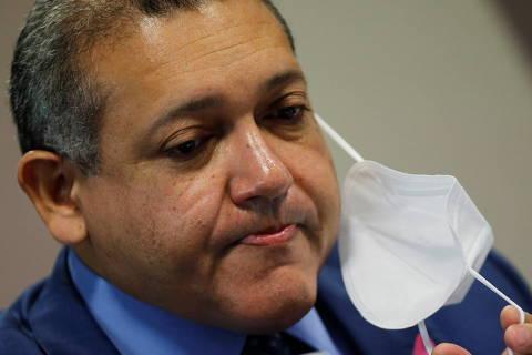 Escorregadio, Kassio Nunes passa sem arranhões por sabatina sonolenta