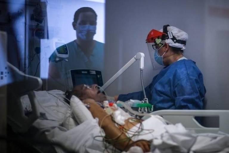 Paciente entubado em hospital infectado pelo novo coronavírus