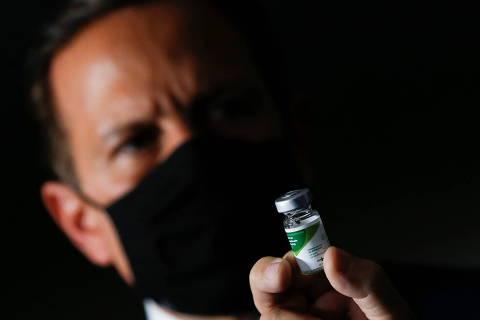Pressionada por Bolsonaro, Saúde nega acordo com Doria para compra de vacinas chinesas