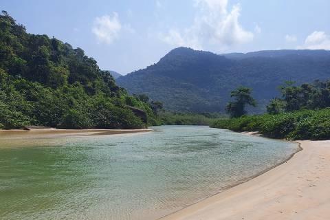 Praia de Dois Rios, em Ilha Grande (RJ)