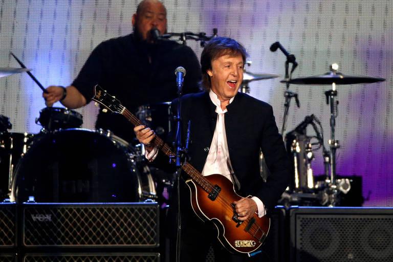 Paul McCartney diz só lançar músicas quando tem certeza de que John Lennon as aprovaria