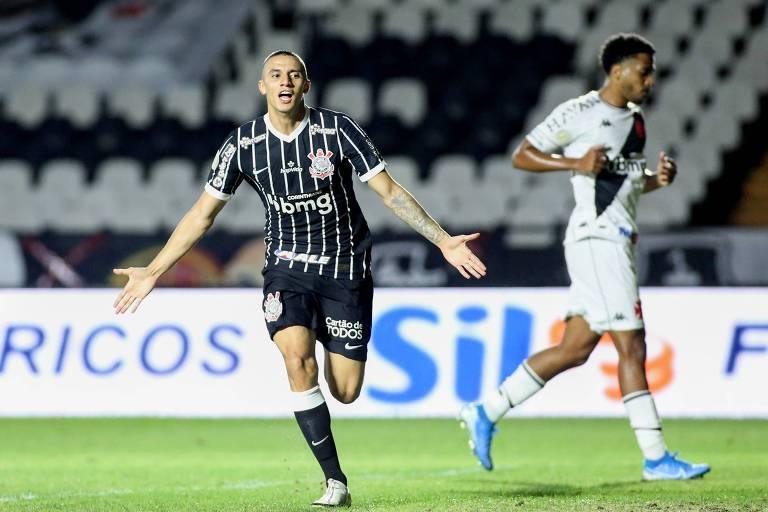 Mantuan comemora seu gol pelo Corinthians contra o Vasco, no estádio de São Januário, no Rio de Janeiro, pelo Brasileirão