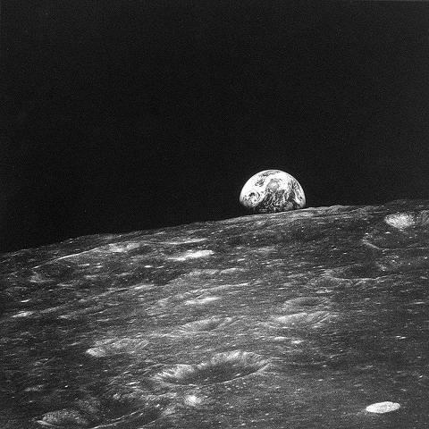 ORG XMIT: 081501_0.tif O primeiro nascer da Terra visto por um ser humano em fotografia feita por William Anders da Apollo 11.