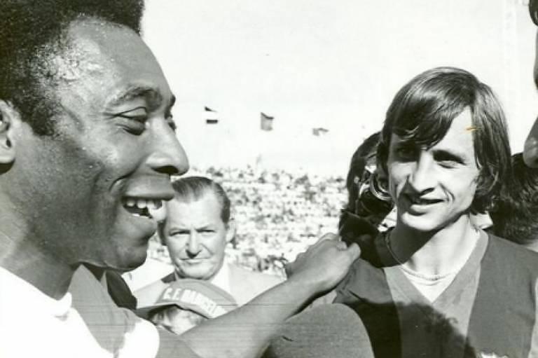 Pelé e Cruyff se enfrentaram em 1974, durante o Troféu Ramón de Carranza, na última viagem do Rei à Europa com a camisa do Santos