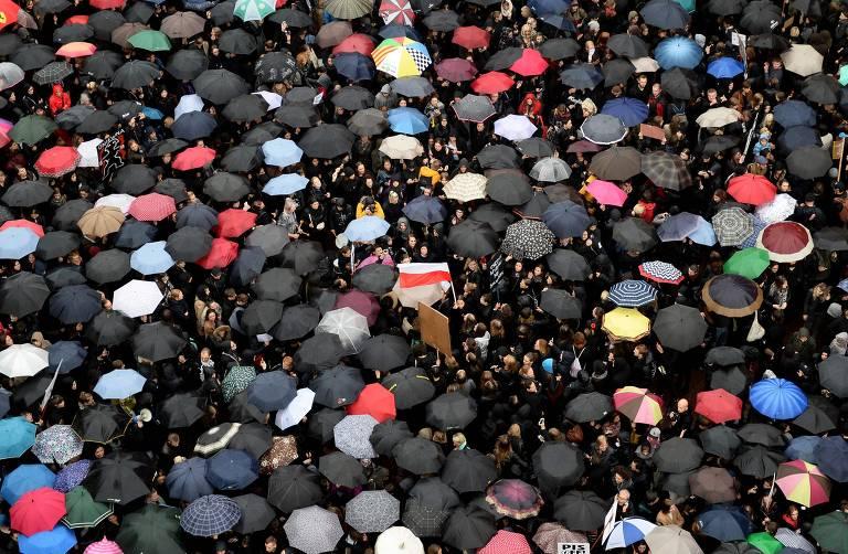 Protesto contra proibição ao aborto na Polônia