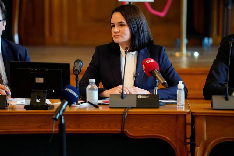 A principal candidata da frente de oposição na Belarus, Svetlana Tikhanovskaia, durante entrevista coletiva em Copenhagen, na Dinamarca