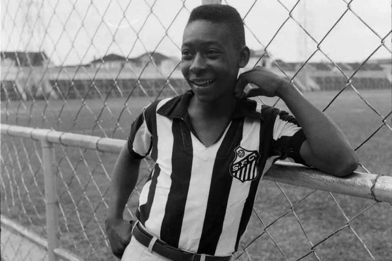 Pelé debutou na Folha aos 15 anos, em goleada do Santos sobre um Corinthians