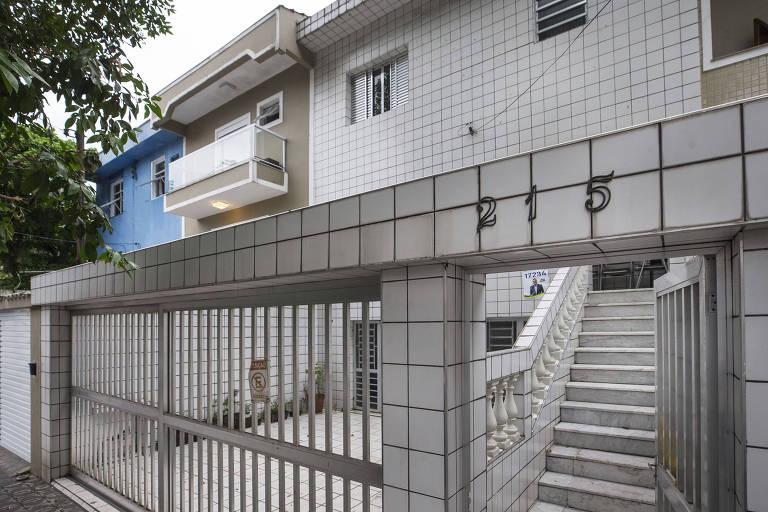 Fachada da casa em Santos onde funcionava a pensão de dona Georgina, a primeira residência de Pelé em Santos
