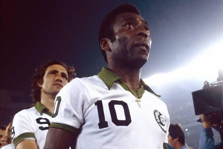 Pelé antes de partida pelo New York Cosmos, nos Estados Unidos