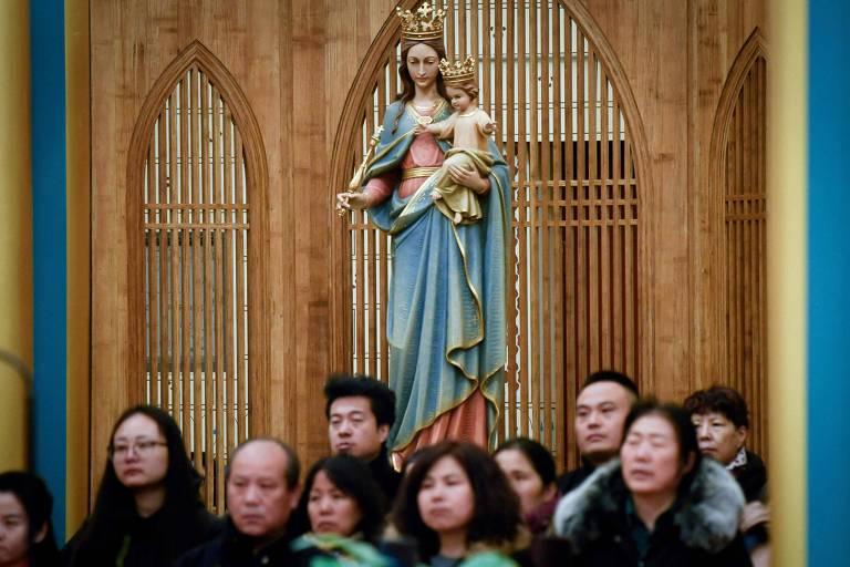 Chineses durante missa de Natal em uma igreja católica em Pequim