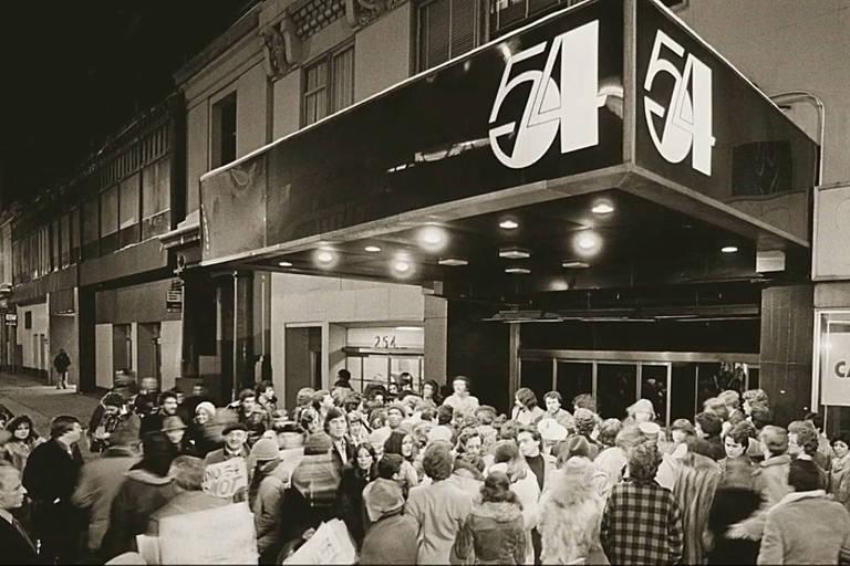 Fachada do Studio 54, uma das mais famosas boates de Nova York nos anos 1970 e 1980, frequentada por jogadores do New York Cosmos, Pelé entre eles