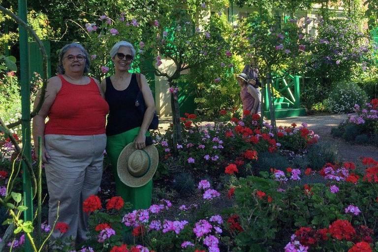 Helena Freire Moreau (1956-2020) e a irmã, Elisa Freire Moreau (à dir.)