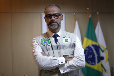 Não se pode cogitar postergar análise de vacina por questões políticas, diz presidente da Anvisa