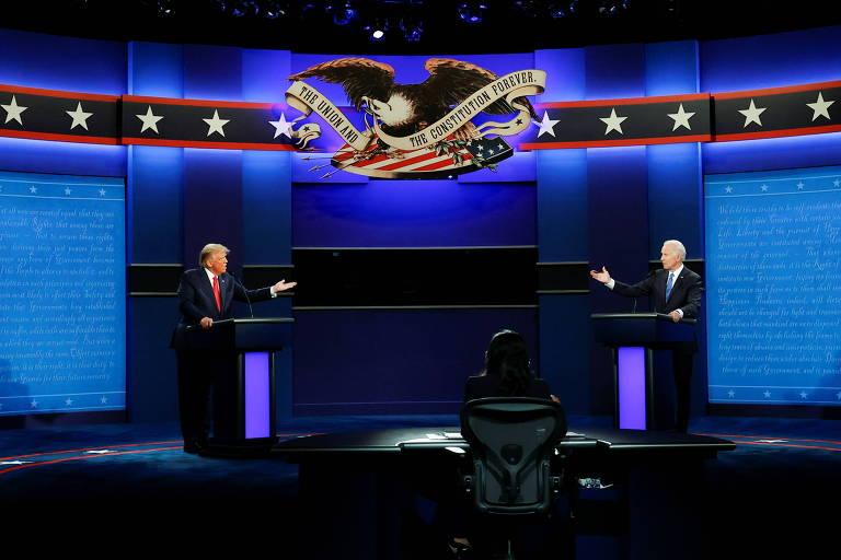 O presidente americano, Donald Trump, à esq., e o ex-vice-presidente Joe Biden durante o último debate eleitoral da disputa pela Casa Branca