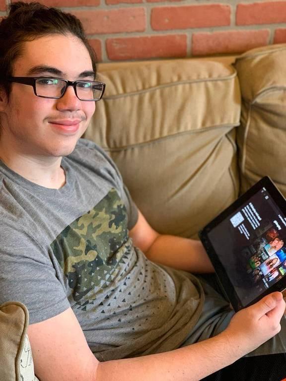 Guilherme Bolognesi Ruiz Sallesse, estudante de 15 anos é fã de novelas e assiste pela Globoplay
