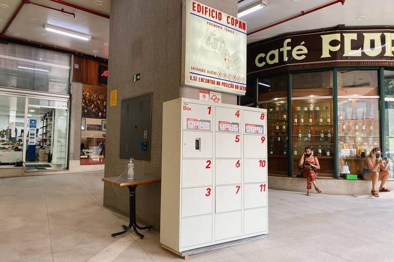 Álcool em gel fica escondido na entrada do Edifício Copan