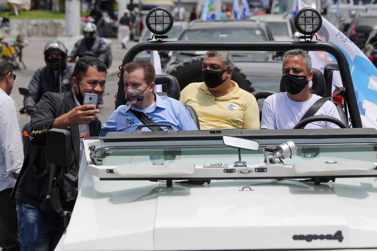 O candidato a prefeito de São Paulo Celso Russomanno, que defende a criação de um auxílio emergencial paulistano, em carreata no Grajaú, na zona sul da capital
