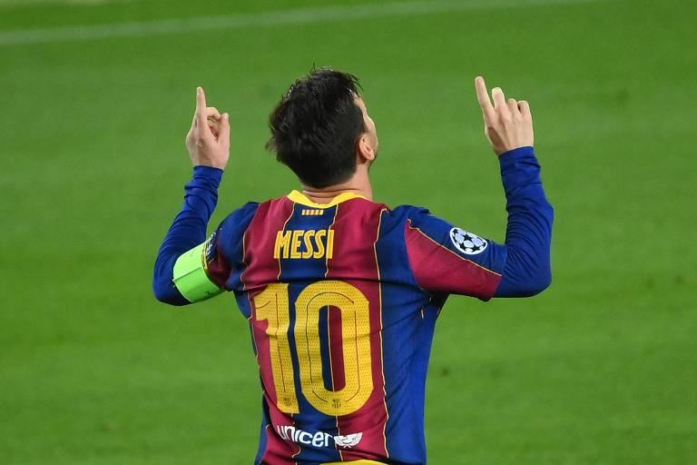 Messi comemora seu gol de pênalti contra o Ferencvárosi, da Hungria, pela Champions League