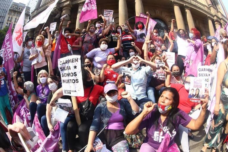 Candidatos geram aglomerações e tiram máscaras em campanha de rua