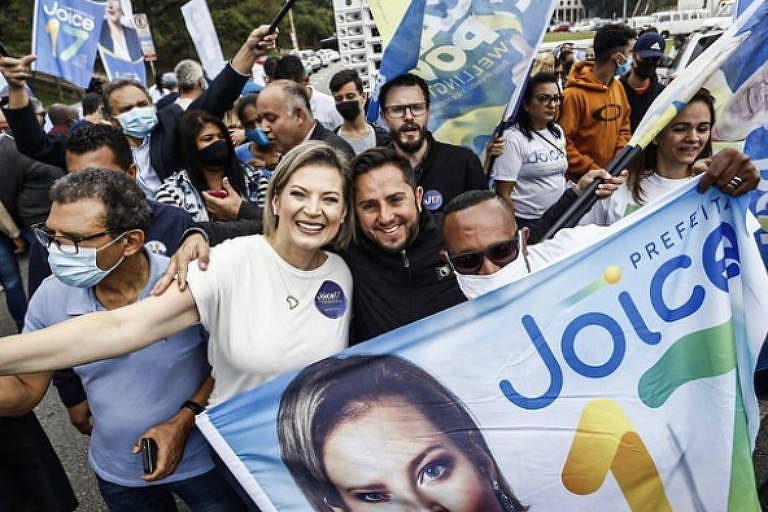 Candidata à Prefeitura de SP, Joice Hasselmann (PSL) aparece sem máscara em campanha na rua