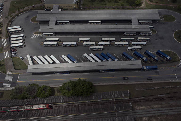 Vista do terminal de ônibus Estutandes, que tem paralelo a ele a estação