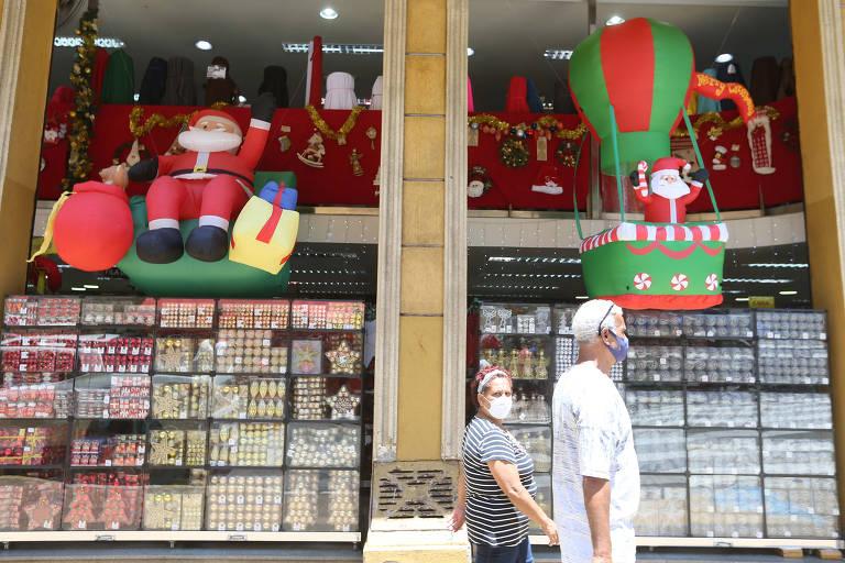 Brasileiro pretende gastar 13º salário com compras e pagamento de dívidas