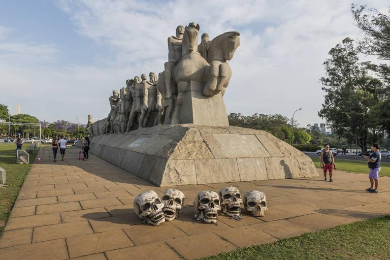 Monumento às Bandeiras, em São Paulo, foi um dos primeiros cartões-postais visitados pelos crânios do Grupo de Ação