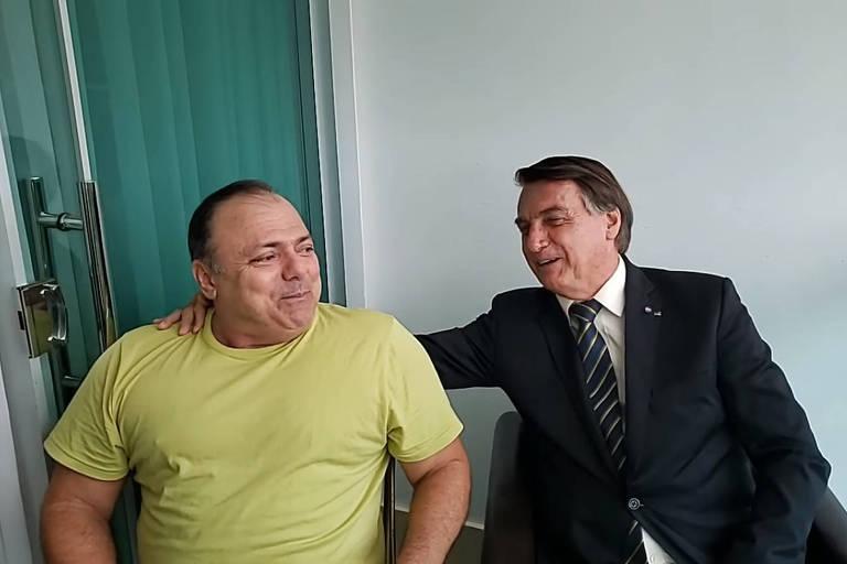 O presidente Jair Bolsonaro (sem partido) e o ministro da Saúde, Eduardo Pazuello, durante live