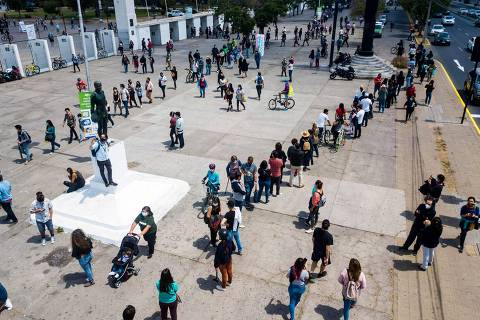 Chilenos pausam protestos e aprovam nova Constituição em plebiscito histórico